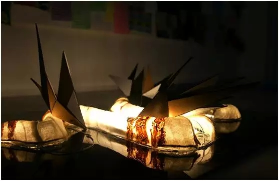 AIP 卡纸、麻布、灯带等综合材料