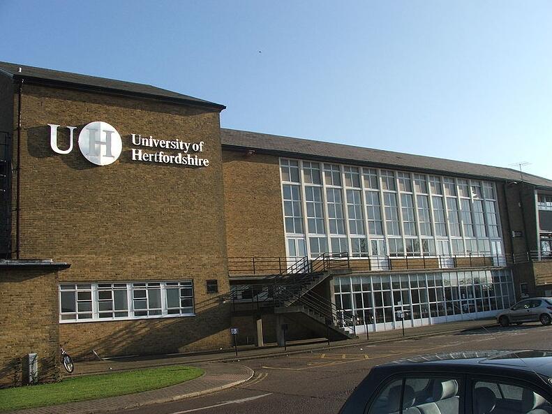 英国赫特福德大学