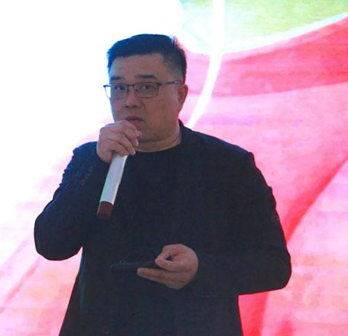 AIP国际艺术高中联合创始人杨松先生致开幕词
