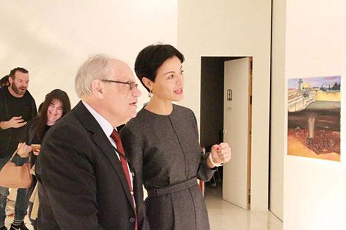 白露茜领事与意大利嘉宾交流AIP意大利国际艺术高中学生的创作作品